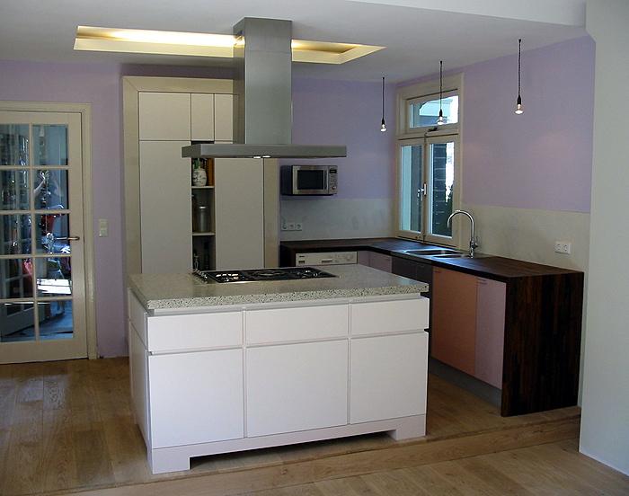 Keuken Opbergkast : , spoelkant met massief notenblad, opbergkast in zijde- en hoogglans